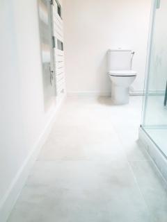 salle-de-bain-avec-carrelage