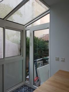photo-cuisine-moderne-avec-veranda