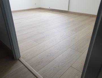 parquet moderne gris clair