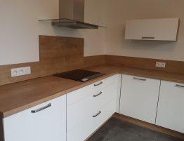 cuisine design avec plan de travail en bois