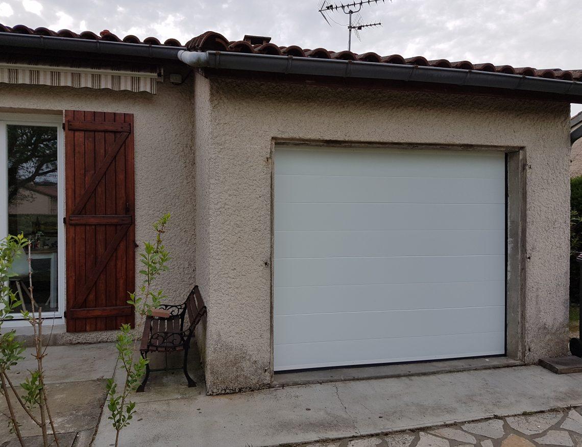 facade exterieure maison avec garage