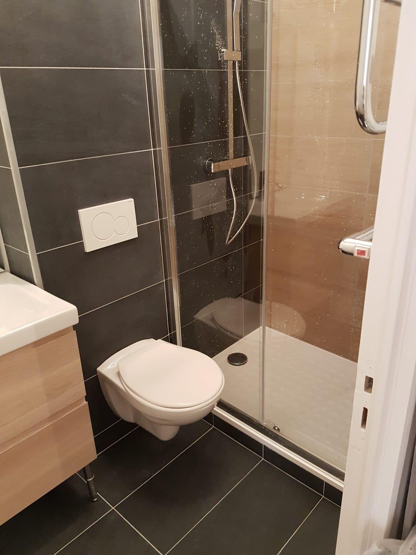 R novation petite salle de bain moderne ca renovation - Specialiste salle de bain toulouse ...